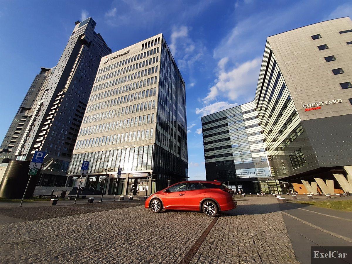 Hybryda w mieście - Wypożyczalnia samochodów Exelcar